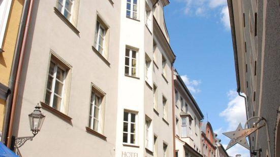 Hotel Orphée - Großes Haus