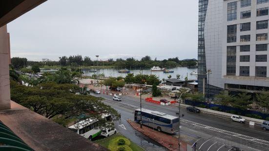 Ideal Holiday Apartment @Marina Court Resort Condominium