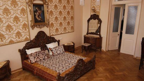Leon Rooms