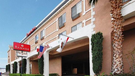 Holiday Inn Express & Suites Chatsworth Hotel