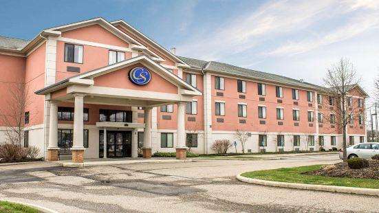 特温斯堡舒適套房酒店