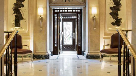The Eliot Suite Hotel