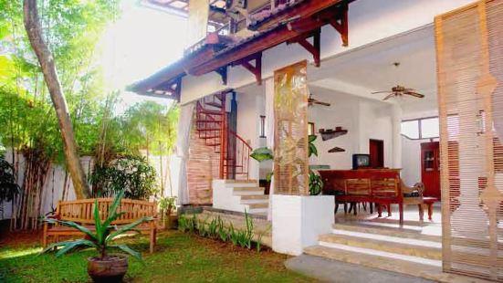 Puri Puri Kecil Seminyak Hotel Bali