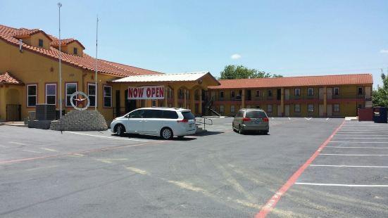 泰勒村套房旅館