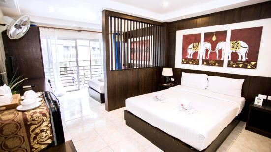 Luxury partition triple room