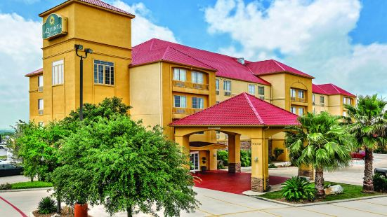 La Quinta Inn & Suites by Wyndham San Antonio N Stone Oak
