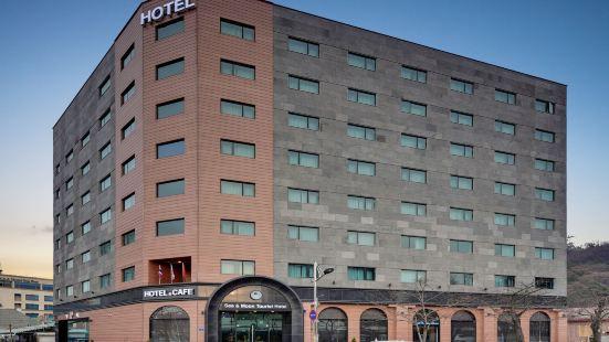 Sea & Moon Tourist Hotel