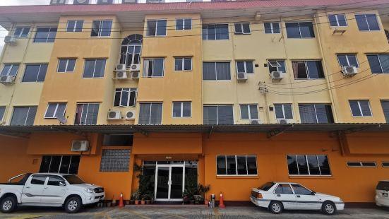 OYO 89864 Hotel Holiday Park Near Hospital Hospital Queen Elizabeth 1