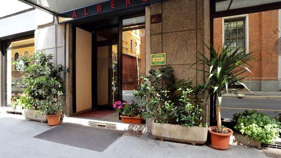 帕瓦內酒店