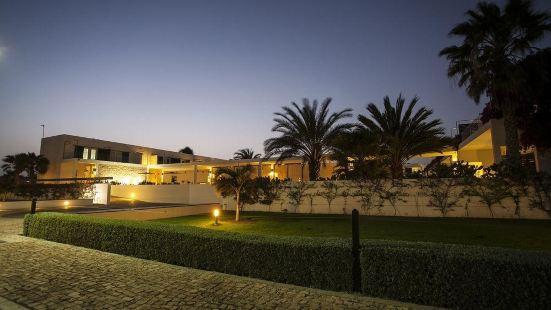 薩爾杜納斯酒店