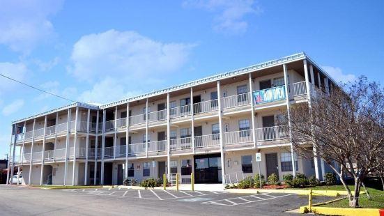 德克薩斯聖安東尼奧 - 拉克蘭空軍基地 6 號開放式客房酒店