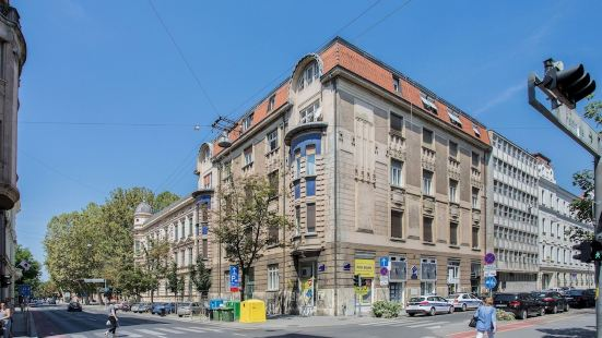 Spacious 2BDR Apartment in the City Center