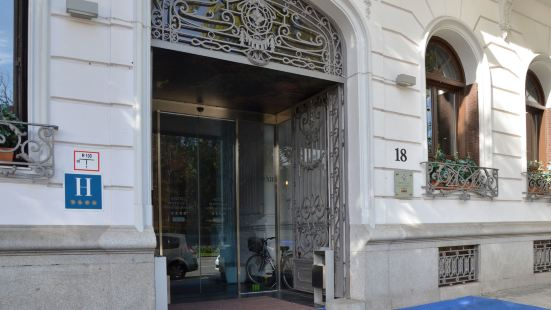 珀蒂宮薩沃伊阿方索十二世高科技酒店
