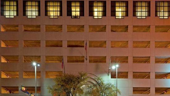 聖安東尼奧河濱步道假日酒店