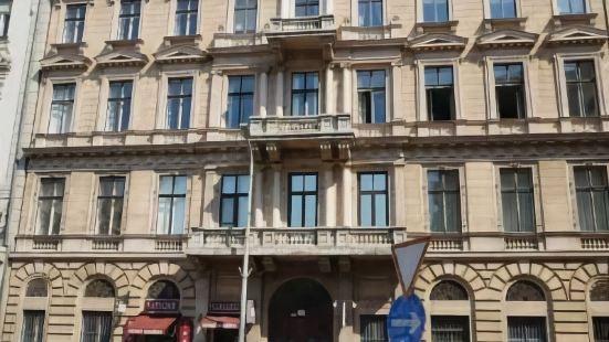 藍色天鵝絨酒店
