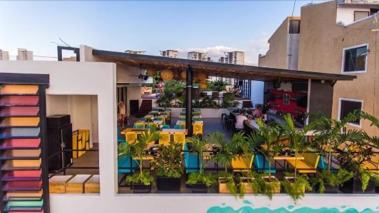 Nomads Hotel Hostel & Rooftop Pool Cancun