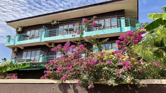 河濱海豚酒店
