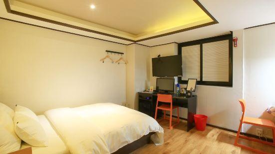 Yongsan E-Convenience Motel
