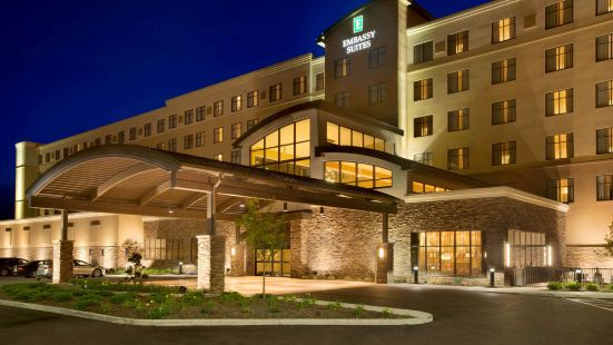 阿克倫坎頓機場希爾頓尊盛酒店