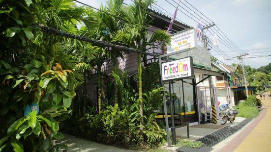 OYO 585 Freedom Hostel