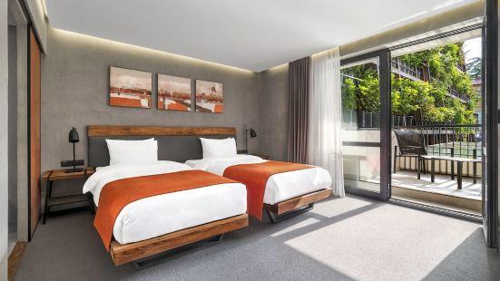 第比利斯伊奧塔酒店