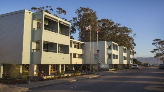 456 Embarcadero Inn & Suites