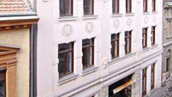 Made Inn Budapest