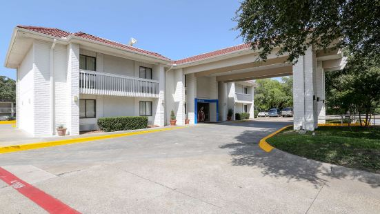 Motel 6 Dallas - Addison