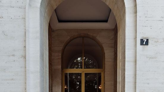 CLC 米蘭曼佐尼公寓酒店