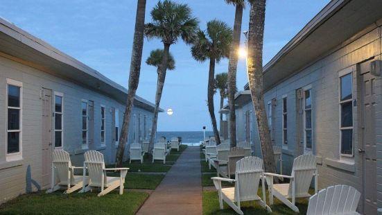 Shoreline Suites & Cabana Cottages