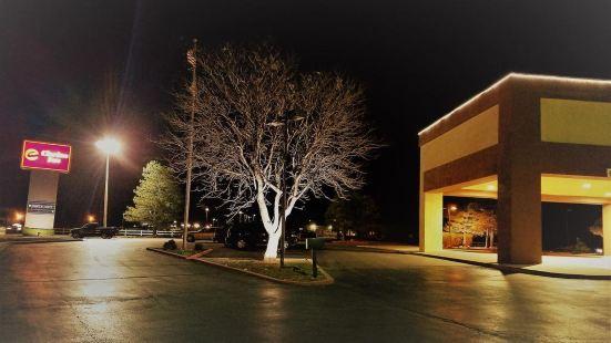 The Clarion Inn Elk City