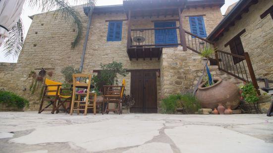 Niki's House