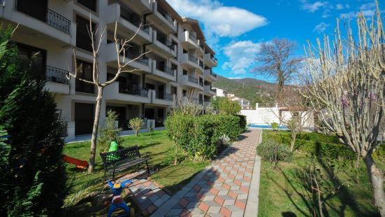 Apartments Maini