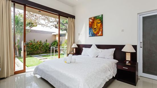 A Two-Bedroom Villa with a Private Swimming Pool Garden on The Beach in Kimbalan&Kuta