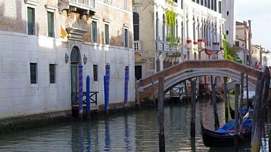 Venice Hazel Tourist Location