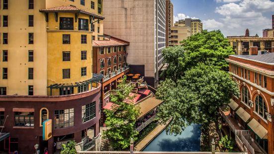 瓦倫西亞河堤漫步酒店