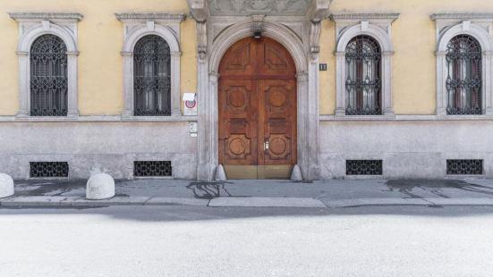 Walk to The Duomo Apartment