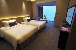 北海富丽华大酒店(豪华海景大床房/双床房+2人海底世界门票)
