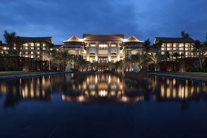 三亚万丽度假酒店(【2晚起】池畔房+蜜月布置+升级+正餐/按摩+旅拍+机场巴士+购物折扣)