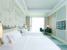 青岛嘉年华广场大酒店(高级客房(家庭套餐)摩天轮+