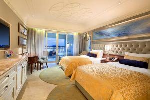 三亚湾皇冠假日度假酒店(【含早】皇冠海景房+连住赠接送机+精美旅拍)