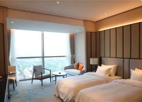 上海宝燕酒店(普通标间+2大1小宝燕门票+双早+次日14点退房)