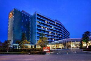 上海夏阳湖皇冠假日酒店(【含早】高级房+2大1小自助晚餐)