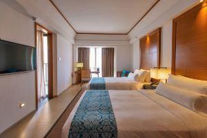 北海21°假日酒店(【含早】豪华双床房+2张银滩双体帆船票)