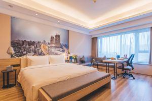 上海虹口大柏树亚朵酒店(高级大床房)