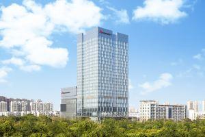 南京景枫万豪酒店(豪华房+双人自助晚餐+早餐)