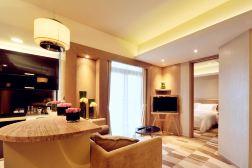 武汉丹枫白露酒店(周末豪华套房+双人海鲜自助涮锅)