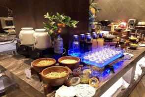 上海虹桥机场和颐酒店中西方自助早餐