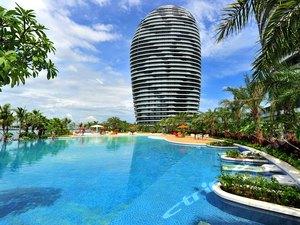 三亚凤凰岛度假酒店1晚,海中央度假体验,尽揽三亚湾美景!可加购空中观光、南山寺门票