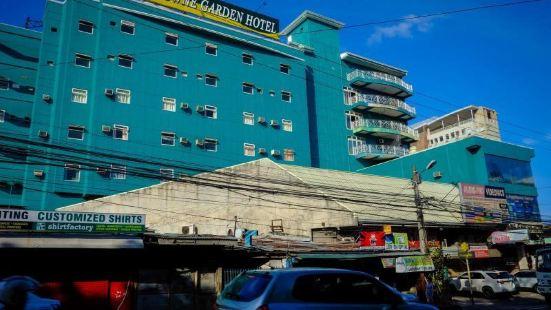 Crowne Garden Hotel